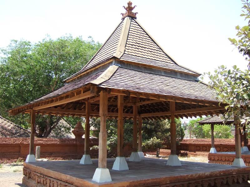 Rumah Jawa Jenis Tajug Kraton Kasepuhan